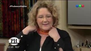 Verónica Llinás y su pañuelo naranja a favor de la separación entre la Iglesia y el Estado