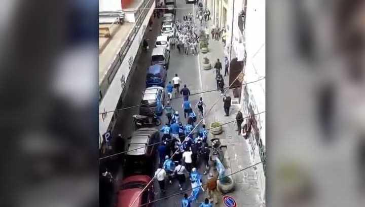 Hinchas de Napoli y Juventus se encontraron en una calle