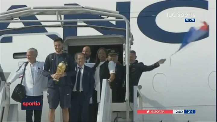 El campeón del mundo llegó a Francia