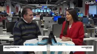Lilian Magalí Cantero, la artista paraguaya que le pintó los botines a Lionel Messi.