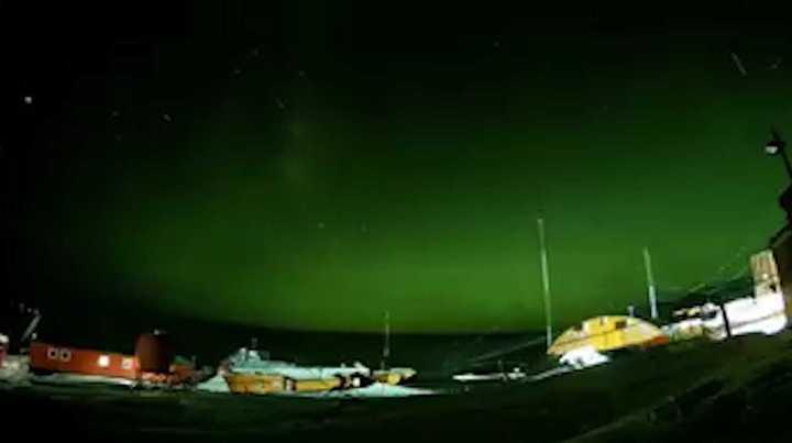 Auroras australes en la Base Belgrano II de la Antártida