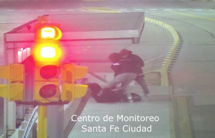 Una mujer policía fue víctima de un robo piraña en Santa Fe