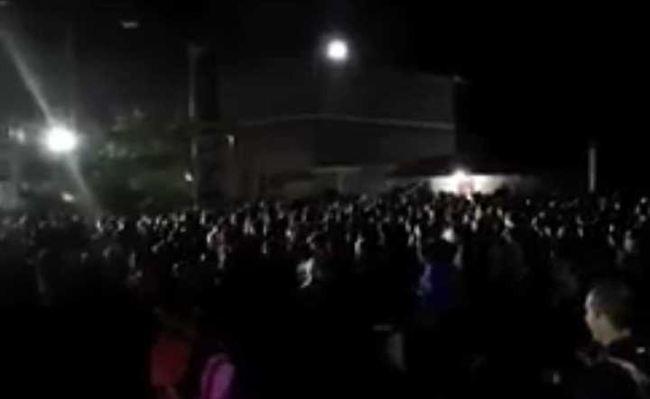 Miles de venezolanos cruzan la frontera con Colombia