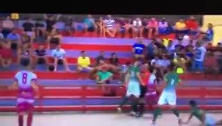 La increíble agresión de un jugador de futsal a un árbitro