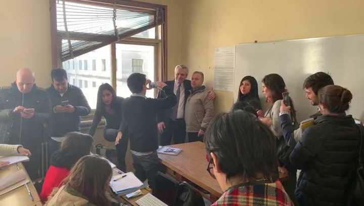 Resultado de imagen para fernandez dando clases en la UBA