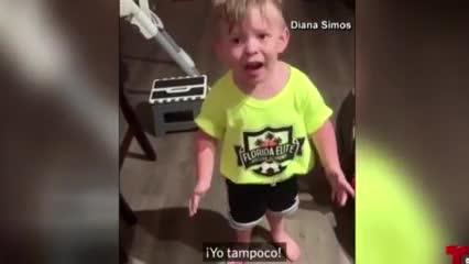 Video: el enojo de un niño porque su mamá se olvidó de darle un beso