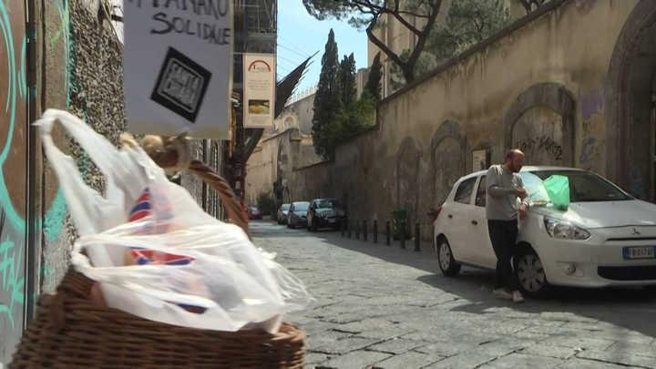 Video: Nápoles combate al coronavirus y la pobreza con la solidaridad