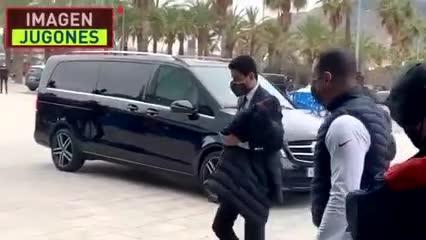 Los insultos de los hinchas de Barcelona al presidente de París Saint-Germain.