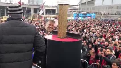 El Tata Martino festeja a puro martillazos