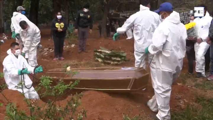 Coronavirus en Brasil. Video: doce horas en el cementerio más ...