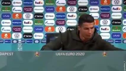 Video: El desprecio de Cristiano Ronaldo a la marca Coca Cola