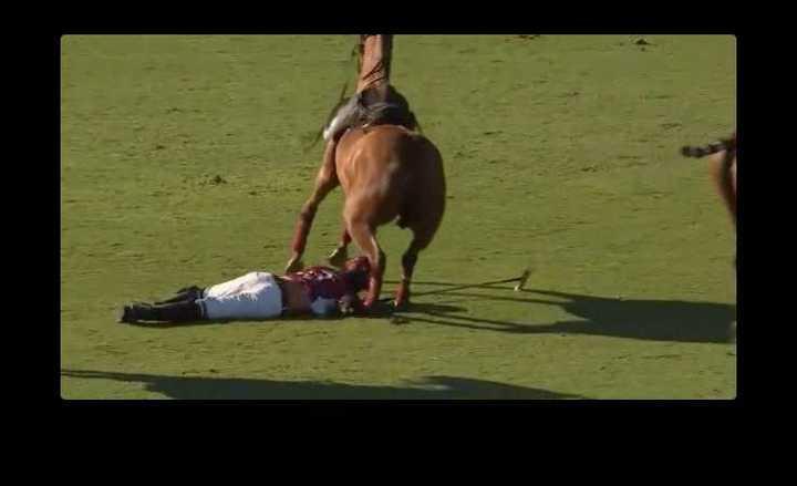 Video: Una yegua cayó encima de un jugador de La Aguada - Clarín.com
