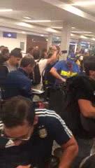 Los hinchas de Boca llegaron al país en el vuelo exclusivo de Aerolíneas