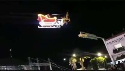 Video: el vuelo accidentado de Santa Claus en Tlaxcala, México