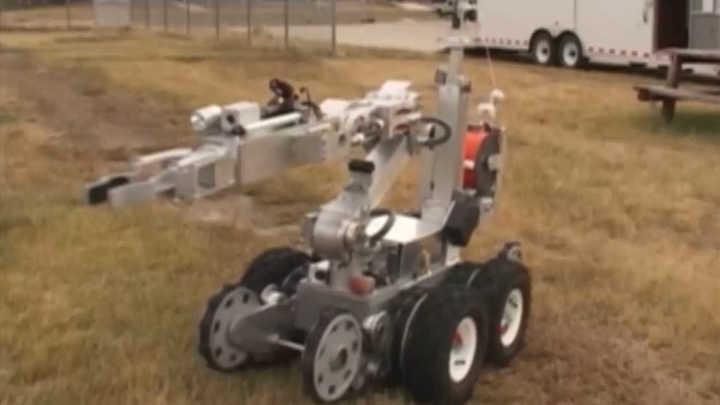 robot robot chicle vs ira indefensa