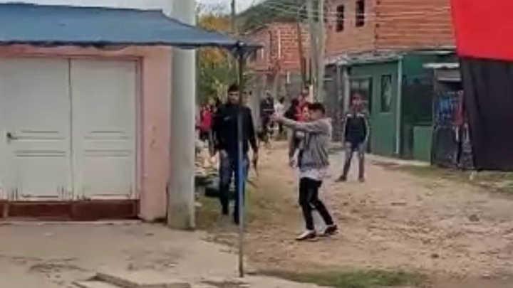 Video: balearon a un hincha de Colón antes del clásico con Unión