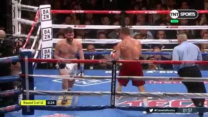 Canelo Álvarez derriba a Rocky Fielding en el tercer round y se consagra campeón