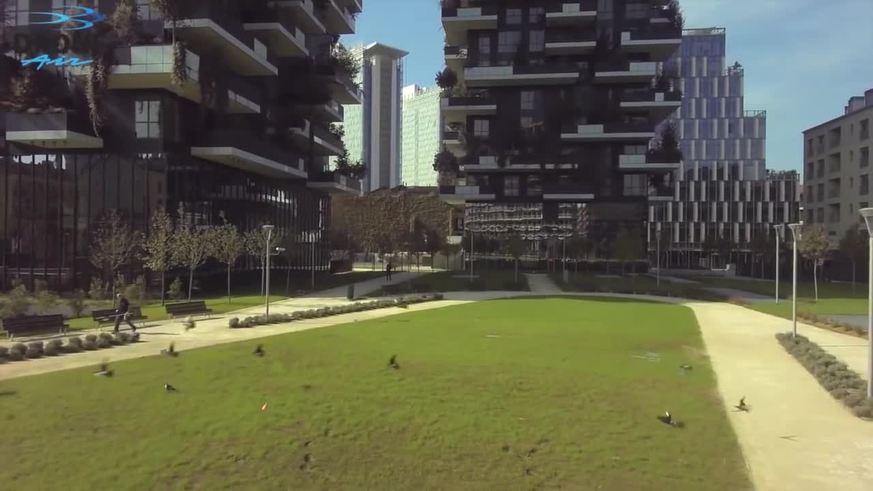 Vegetación en altura. Las dos torres construidas en Milán.