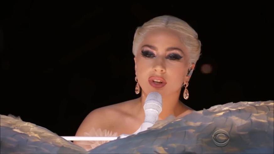 """Lady Gaga interpretó """"Joanne"""", canción que le da título a su último álbum."""