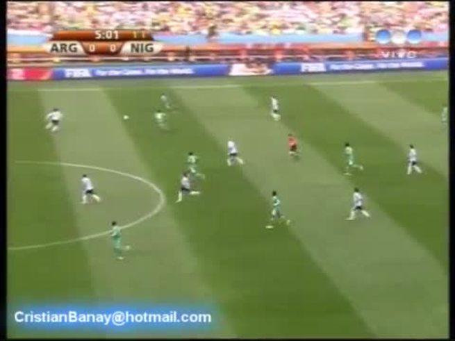 El gol de Heinze le dio el triunfo a Argentina en 2010. (YouTube)