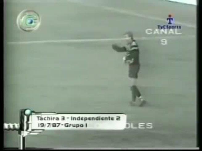 Francovig y su gol a Independiente.