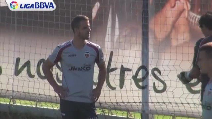 Gago y Banega en la práctica del Valencia.