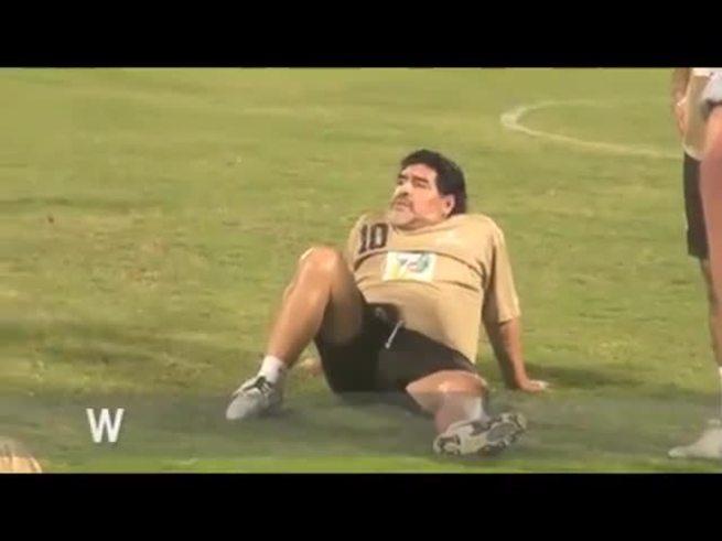 Maradona enojado y hablando en spanglish