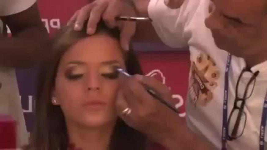 Mirá a Bruna Marquezine desfilando. La linda novia de Neymar.