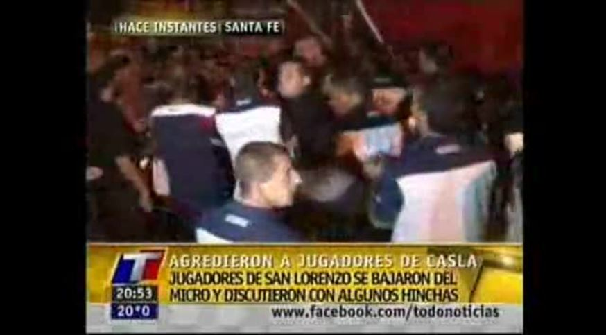 Mirá los jugadores de San Lorenzo agarrándose con los hinchas de Atlético Rafaela.