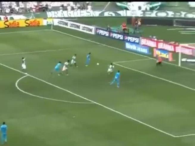 El golazo de Neymar en el 2-1 al Coritiba.