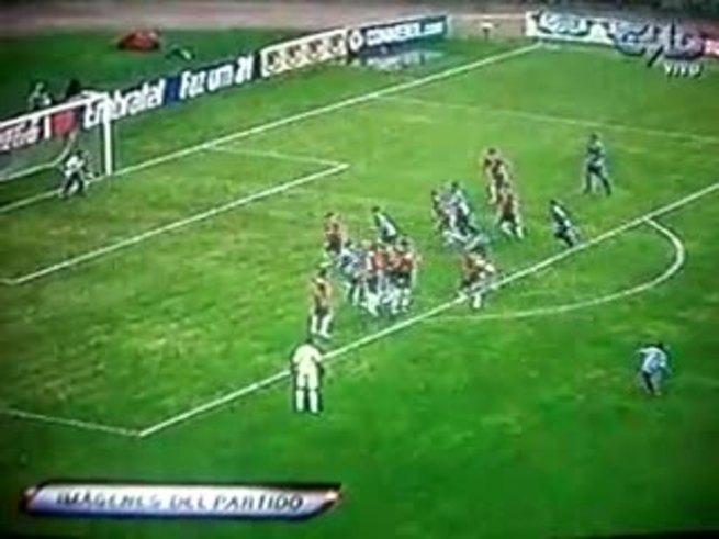El golazo de Luna, de tiro libre: Uruguay 1 - Chile 0.