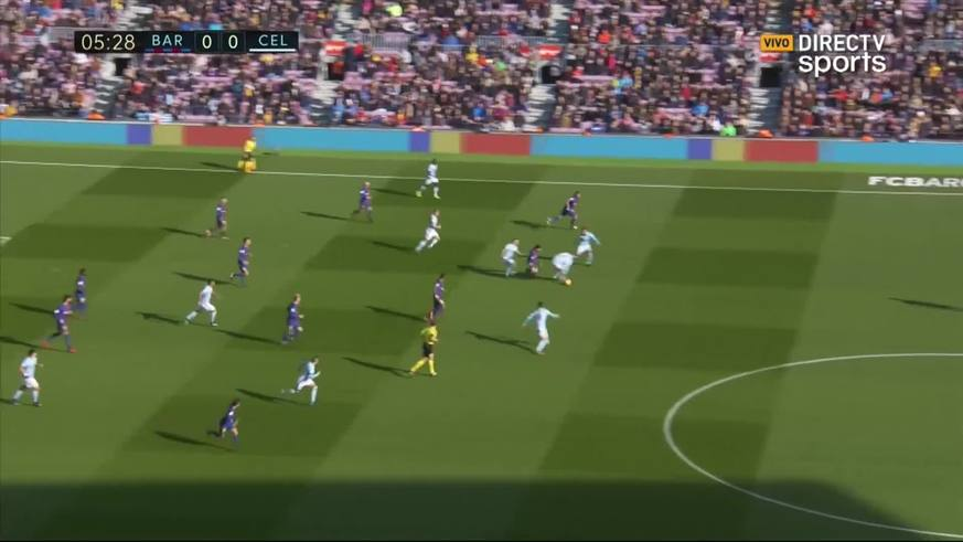 Caño y gran corrida de Messi