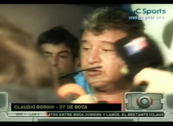 Claudio Borghi quedó al borde del adiós.