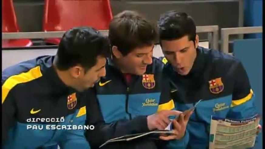 Messi y Neymar se pelean por la pelota
