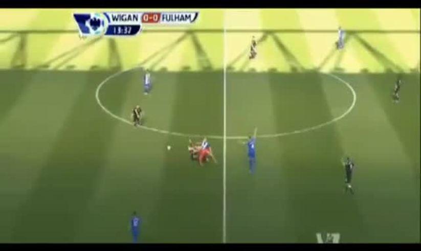 Mirá la doble patada al árbitro en Inglaterra.
