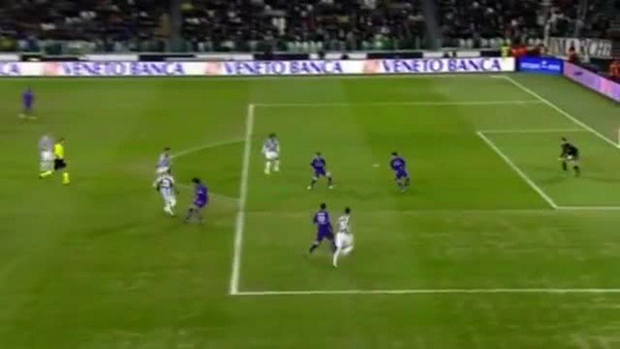 A Matri se le salió el botín pero hizo el gol descalzo. Crack.