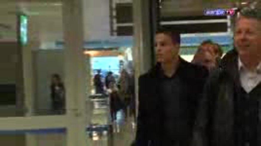 La llegada de Afellay a Barcelona. (www.fcbarcelona.com)