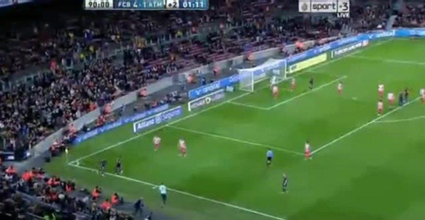 Mirá el video del abrazo de un hincha a Messi.