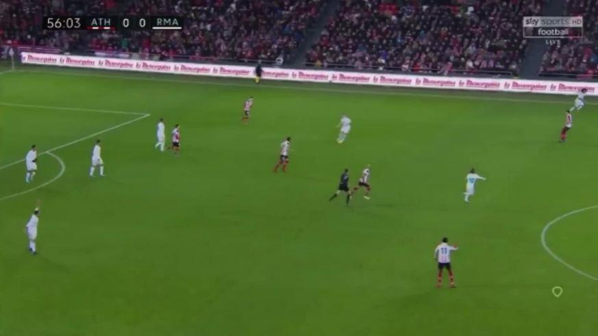 Durísima patada a Modric y el árbitro no le dio continuidad a la jugada de Cristiano