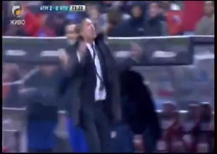 Festejo loco de Simeone tras el 2-0.