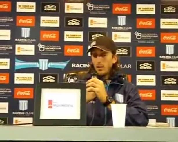 Zubeldía en conferencia (www.racingclub.com.ar)