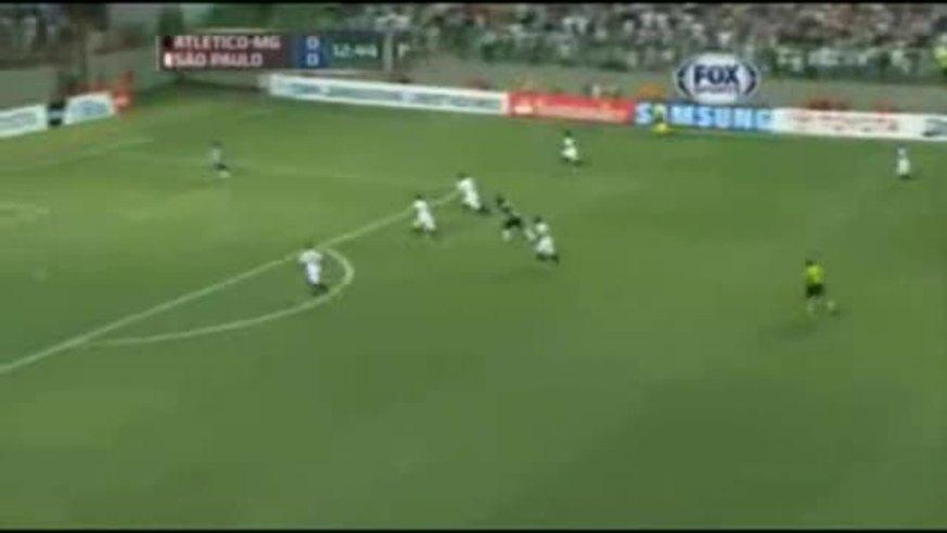 Mirá la avivada de Ronaldinho y los goles de Mineiro 2- San Pablo 1.