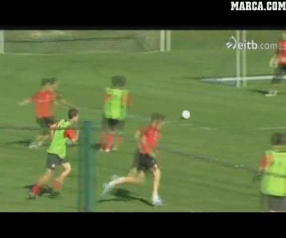 Mirá cómo Fernando Llorente abandona el entrenamiento (www.marca.com).