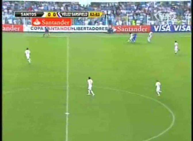 Mirá el tiro de mitad de cancha de Augusto (youtube)