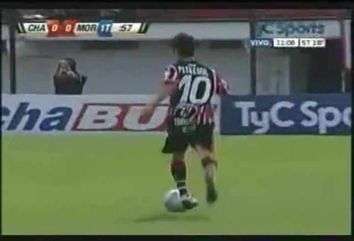 Pisano hizo el 1-0 de Chacarita ante Morón.