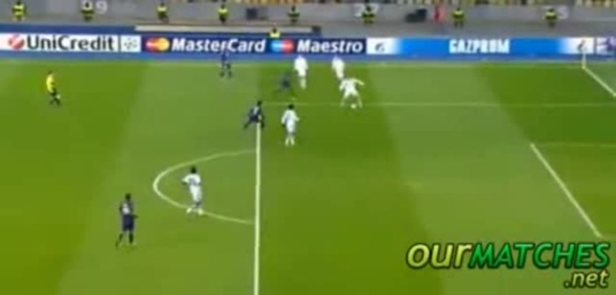 El segundo gol de Lavezzi, aprovechando un error del rival.