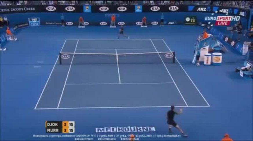 Djokovic ganó un punto desde el piso en la final con Murray.