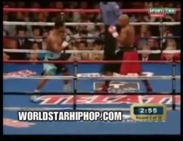 El golpe que despertó la ira de Floyd Mayweather. (youtube.com)