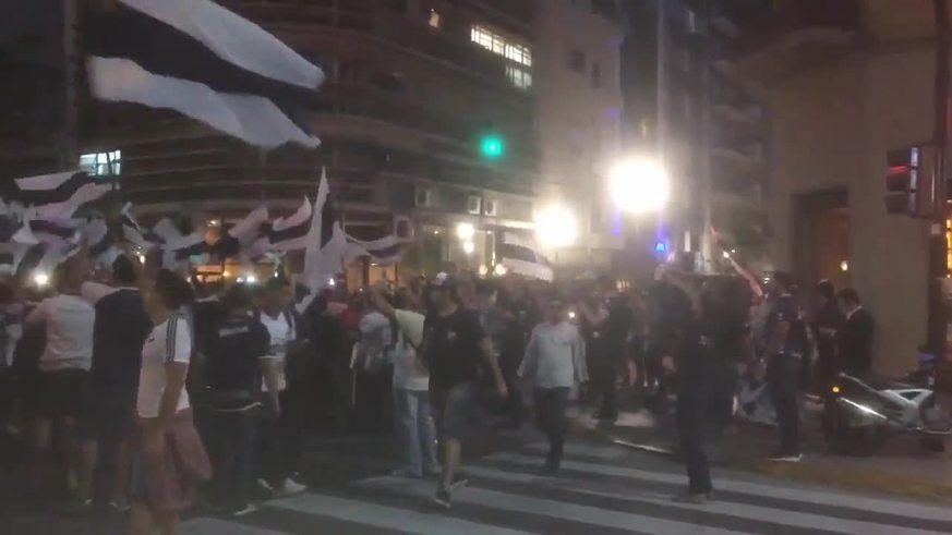 Hinchas de Quilmes reclaman a la AFA