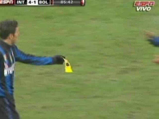 El cambio y la ovación para Zanetti, que alcanzó los 519 partidos de Liga.